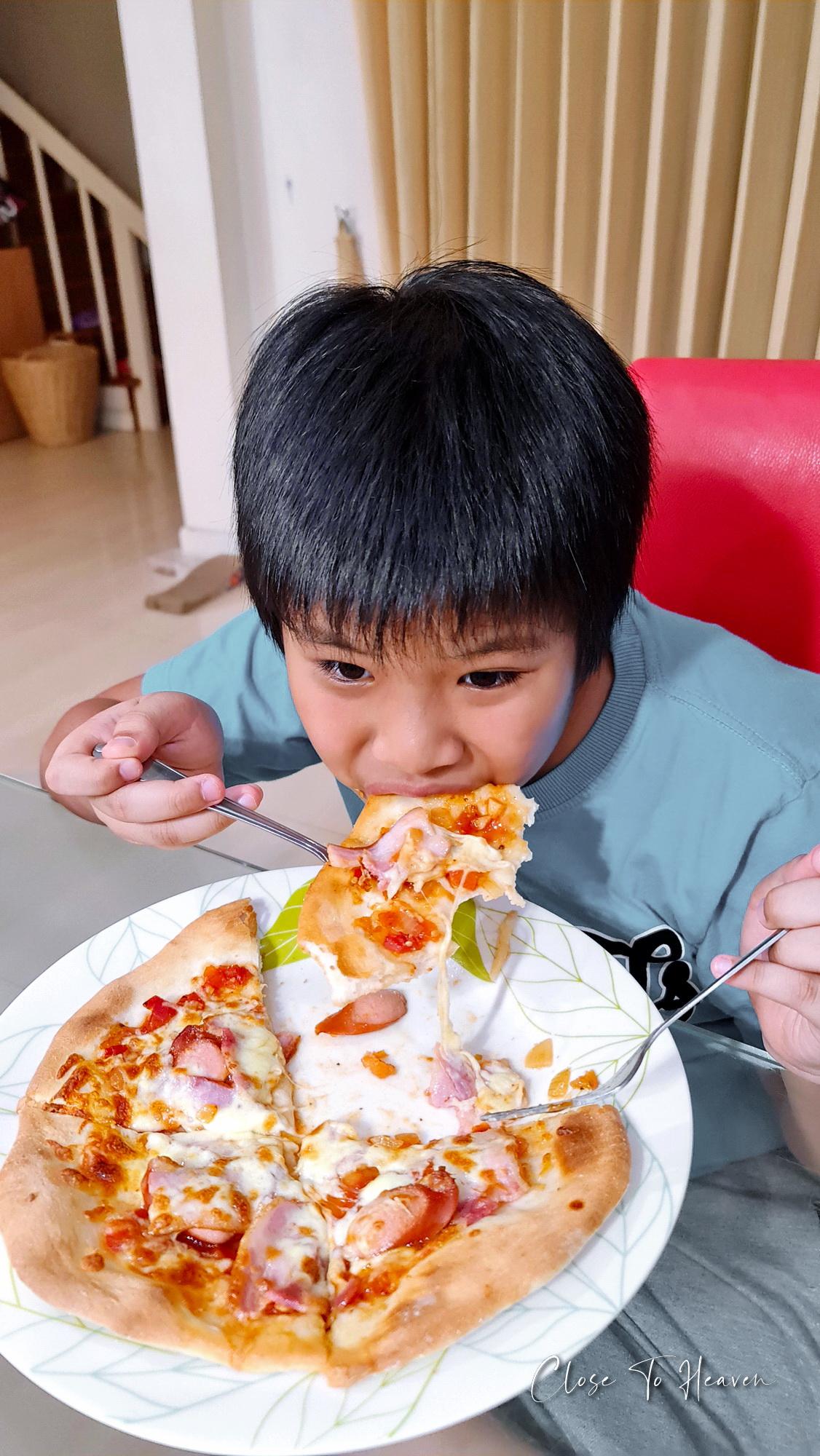 Thin Crust Pizza พิซซ่าแป้งบาง ครัสท์กรอบ