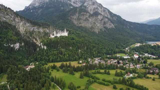 In der Nähe befindet sich u.a. das Schloss Neuschwanstein