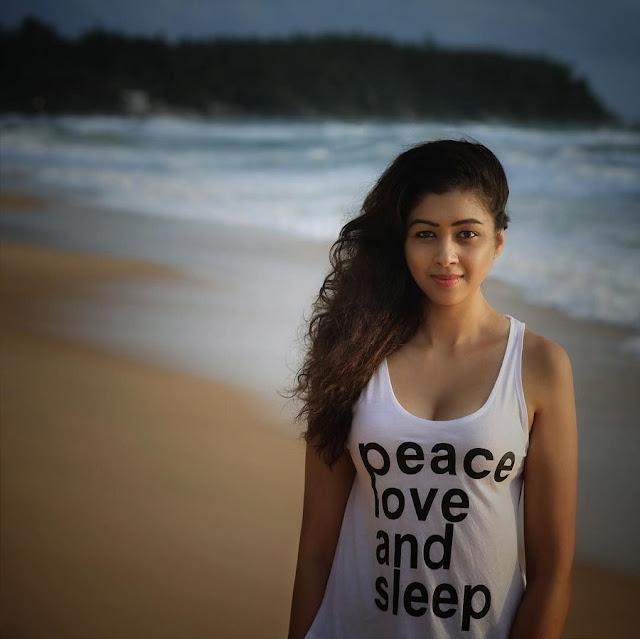 YouTuber Sapna Vyas Latest Sexy Photoshoot Navel Queens