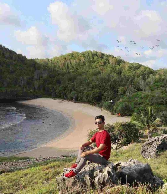 Pantai Bercak Pacitan: Lokasi, Rute, dan Harga Tiket