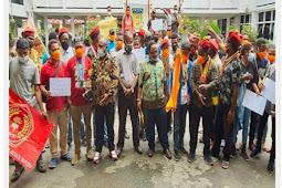 Tolak Pembangunan Smelter di Gresik, PMKRI & PMII Sambangi DPR Papua
