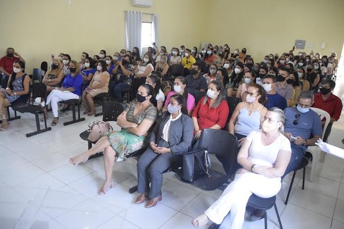 Secretaria da Educação presta homenagem aos professores da rede municipal de ensino