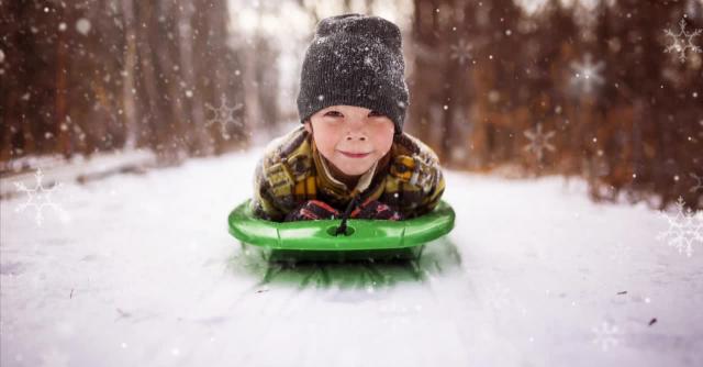 من بين الميزات الجديدة التي أعلنت عنها Adobe Elements للإصدار الجديد من Photoshop ، لديك إمكانية تركيب عناصر ديناميكية ، مثل رقاقات الثلج أو القلوب أو حتى البريق على صورك