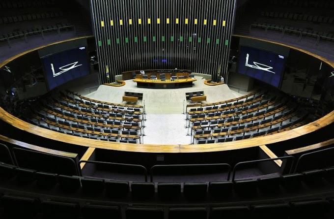 SEGUE EM HOME OFFICE – Câmara dos Deputados decide pela volta somente em 2022.