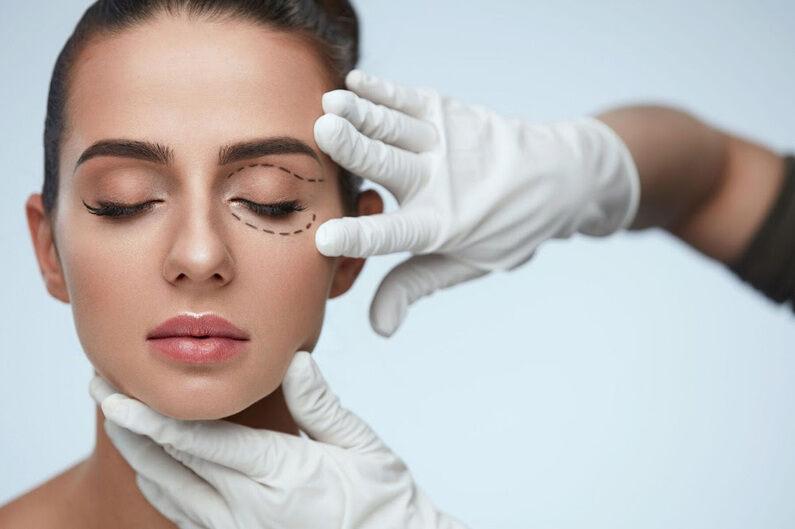 O Brasil é o país com o maior número de realizações de cirurgias plásticas no mundo. Com aproximadamente 1.5 milhões de cirurgias ao ano, o país ultrapassa os Estados Unidos e o México, em segunda e terceira posição, respectivamente.