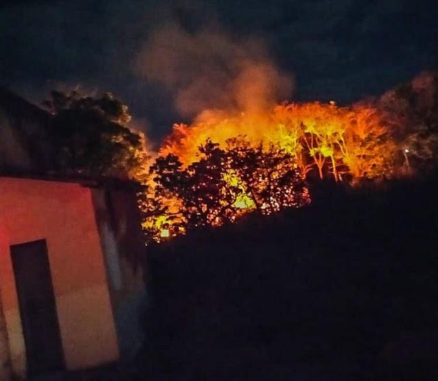 Barreiras-BA: Área de vegetação em orfanato é atingida por incêndio