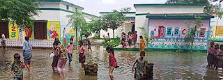 दो सप्ताह से डूबा है विद्यालय, बच्चो का पठन पाठन प्रभावित  | #NayaSaberaNetwork