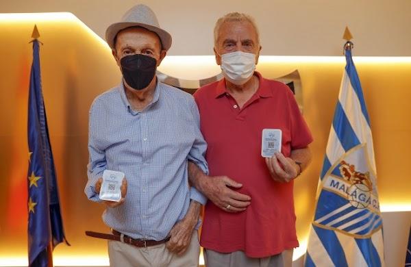 Málaga, Bernardi y Coco reciben sus carnés de abonados vitalicios