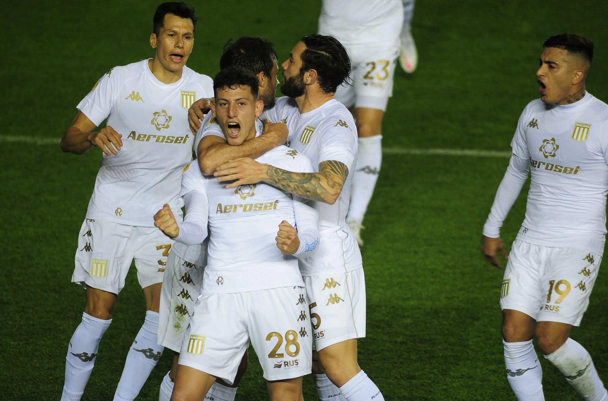 Racing goleó a Arsenal en Sarandí y quedó como escolta de Independiente