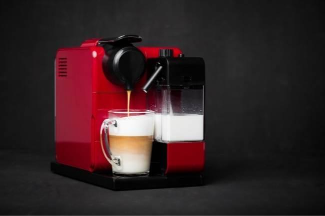 Cafeteira com aerador de leite