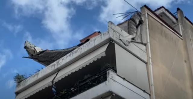 Κατέρρευσε μπαλκόνι πολυκατοικίας - Από θαύμα δεν υπήρξαν θύματα (βίντεο)
