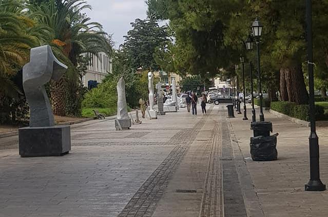 Υπαίθριο μουσείο με γλυπτά κεντρικός πεζόδρομος στο Ναύπλιο