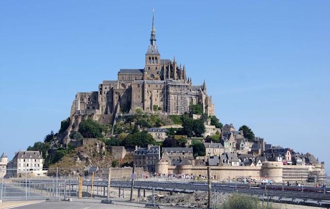 Mont Saint-Michel, Normandy, France (with Map & Photos)