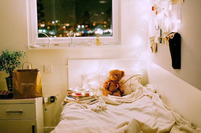 https://www.pexels.com/photo/brown-bear-plush-toy-on-white-bed-comforter-inside-lighted-bedroom-705665/