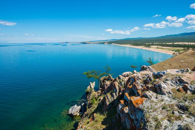 largest lake island