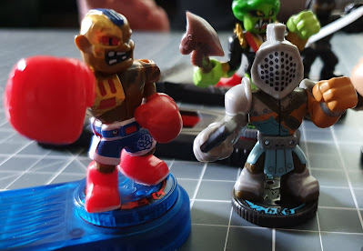 Akedo Ultimate Arcade Warriors boxer Buster Bling and knight
