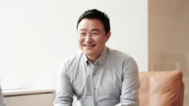 TM Roh - Samsung's head of mobile.