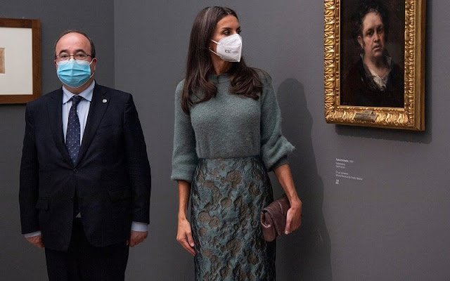 Queen Letizia wore a new floral print skirt and green cashmere sweater from Is Coming. a new clutch by Is Coming