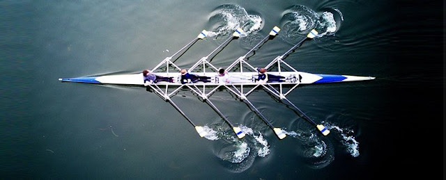 RowBoatWithTeamFromAbove