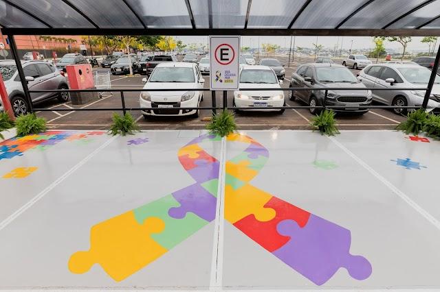 Uberlândia Shopping cria vagas especiais de estacionamento para pessoas com Autismo