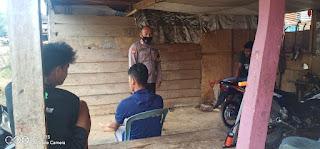 Sambang warga binaannya, Bhabinkamtibmas Polsek Alla Polres Enrekang Sampaikan pesan Himbauan 5M