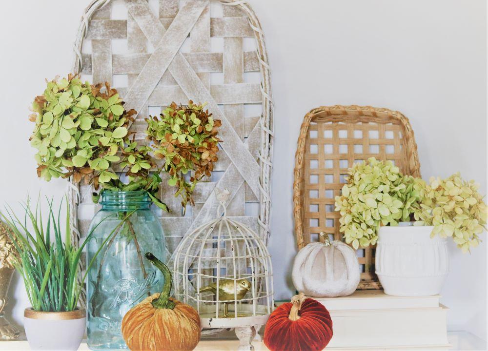 drying-hydrangeas-vignette-fall-homemaking-decorating-simple-minimilastic