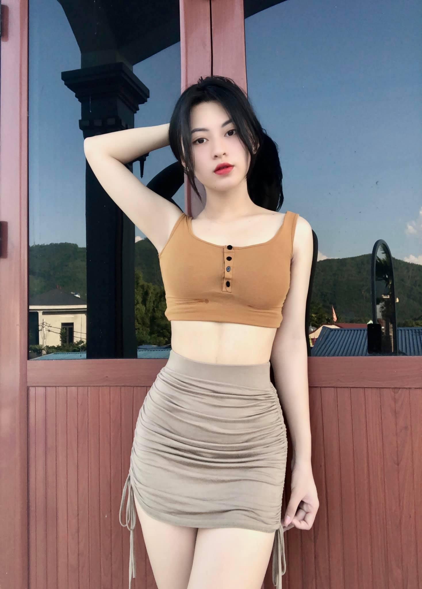 30+ Ảnh Gái Xinh Mặc Váy Ngắn Khoe Đùi Gợi Cảm & Quyến Rũ