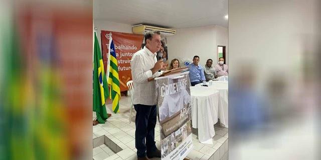 """""""Matrinchã será referência na Apicultura graças ao trabalho do senhor"""", diz prefeita ao senador Vanderlan"""