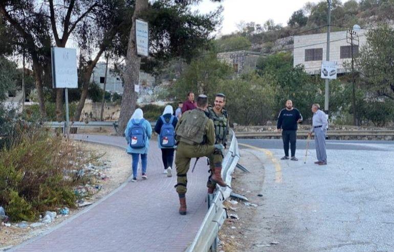 Crianças da Cisjordânia sofrem frequentes agressões de israelenses a caminho da escola