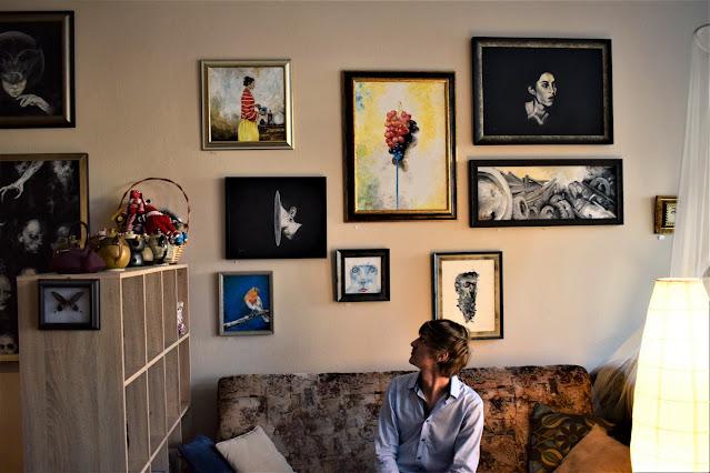 Bandi és a festmények | Bárány János fotója