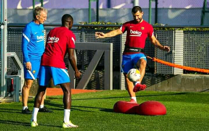 Pictures: Barcelona confirms the return of Aguero and Dembele to group training