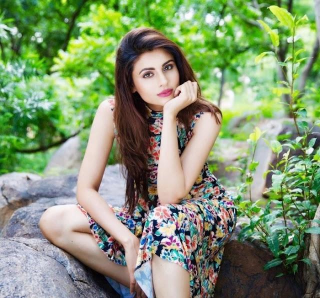 Latest Hot Photos of Bollywood Actress Malti Chahar Navel Queens