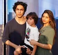 सुहाना खान अपने भाइयों के साथ