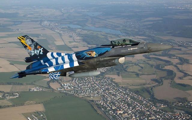 Μαχητικά αεροσκάφη στον ουρανό την 28η Οκτωβρίου