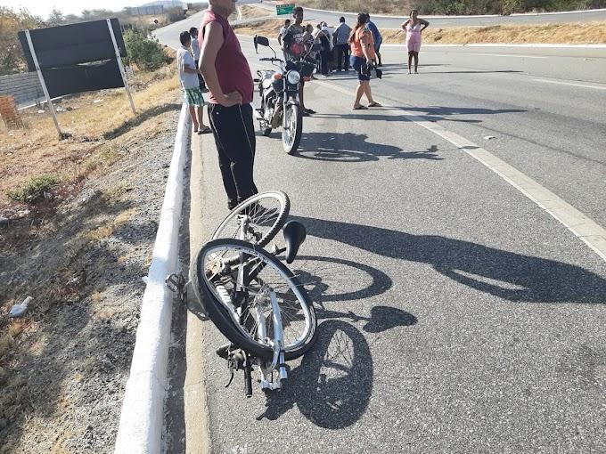Acidente envolvendo veículo e bicicleta é registrado na tarde deste domingo (17) em Patos