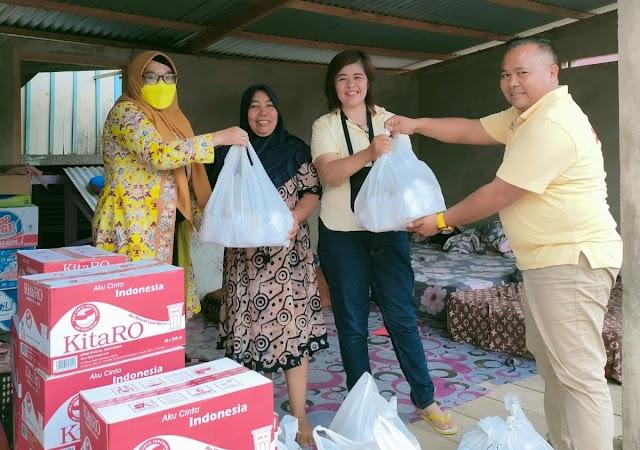 Peduli Banjir, Puluhan Nasi Padang dan Air Mineral Dibagikan DPD Golkar Kota