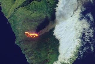 NASA mostra imagens incríveis da lava do vulcão Cumbre Vieja indo para o oceano
