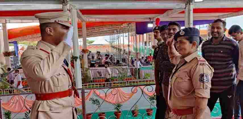 Sp son saluted asi mother while on duty