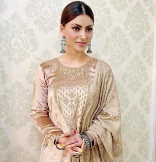 Bollywood's most loved actress Urvashi Rautela received the Best Actress Critics' Choice Award for 'Virgin Bhanupriya', thanked the fans by sharing the post entertainment news media kesari