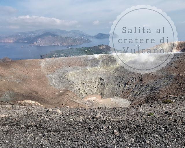 La salita al cratere dell'isola di Vulcano