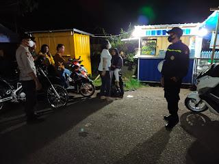 Patroli malam himbau Warga Untuk Tetap perhatikan Protokol Kesehatan dan bersama jaga Harkamtibmas