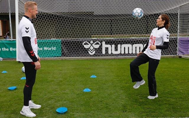 Crown Princess Mary met goalkeeper of the national football team, Kasper Schmeichel