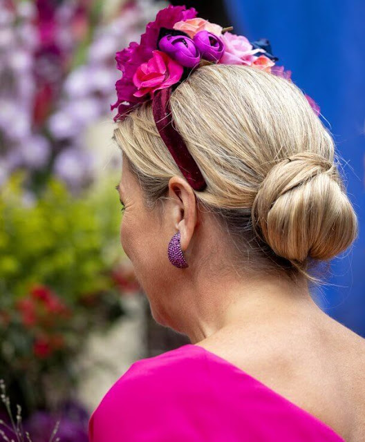 Queen Maxima wore a fuchsia blouse and floral print midi skirt from Natan. Mexican painter Frida Kahlo
