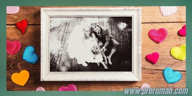 Dekorasi Resepsi  Akad Pernikahan di Rumah - memamerkan foto pre wedding