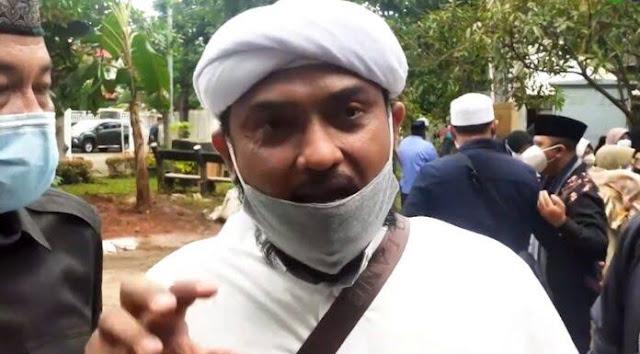 Novel PA 212 Benarkan Dugaan Isu TNI Disusupi PKI, Buktinya Ada yang Bredel Baliho Habib Rizieq