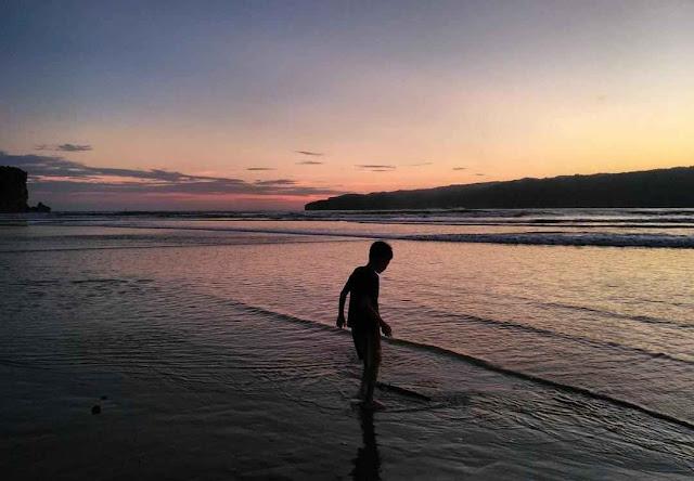 Pantai Pancer Door: Lokasi, Rute, dan Harga Tiket