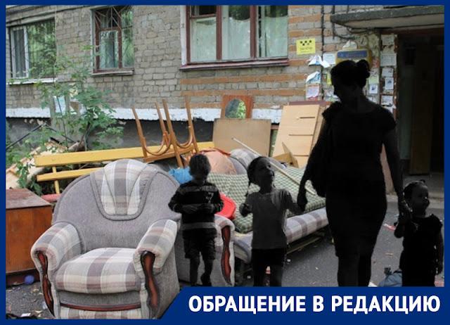 «Помогите остаться в своем доме»: в Воронеже многодетную мать с тремя детьми выгоняют на улицу за долги