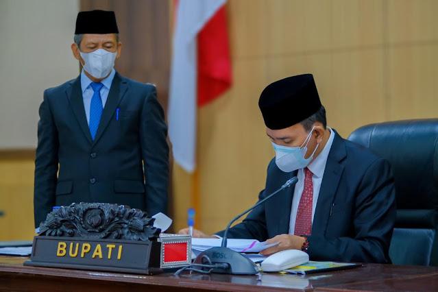 Legislatif dan Eksekutif Tandatangani Persetujuan Bersama Raperda APBD Muba TA 2022