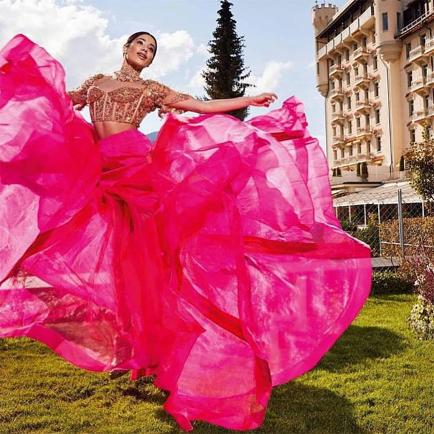 Bollywood Actress Jhanavi Kapoor Latest Photo Shoot Pics Navel Queens