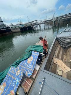 Bea Cukai Batam Amankan Kapal Bermuatan Miras dan Rokok Ilegal Senilai Rp.500 Juta